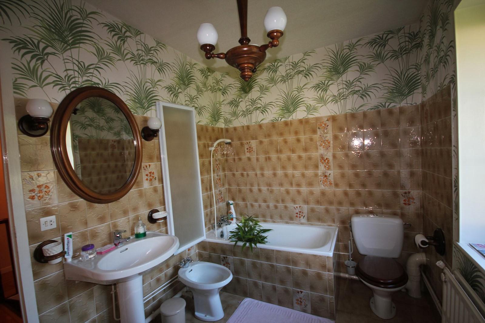 Bois prieur, la maison dans la forêt: relooking de salle de bain