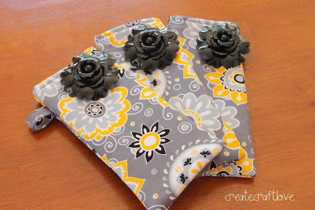 Stitched Sunglasses Case via createcraftlove.com #sewing #sunglassescase