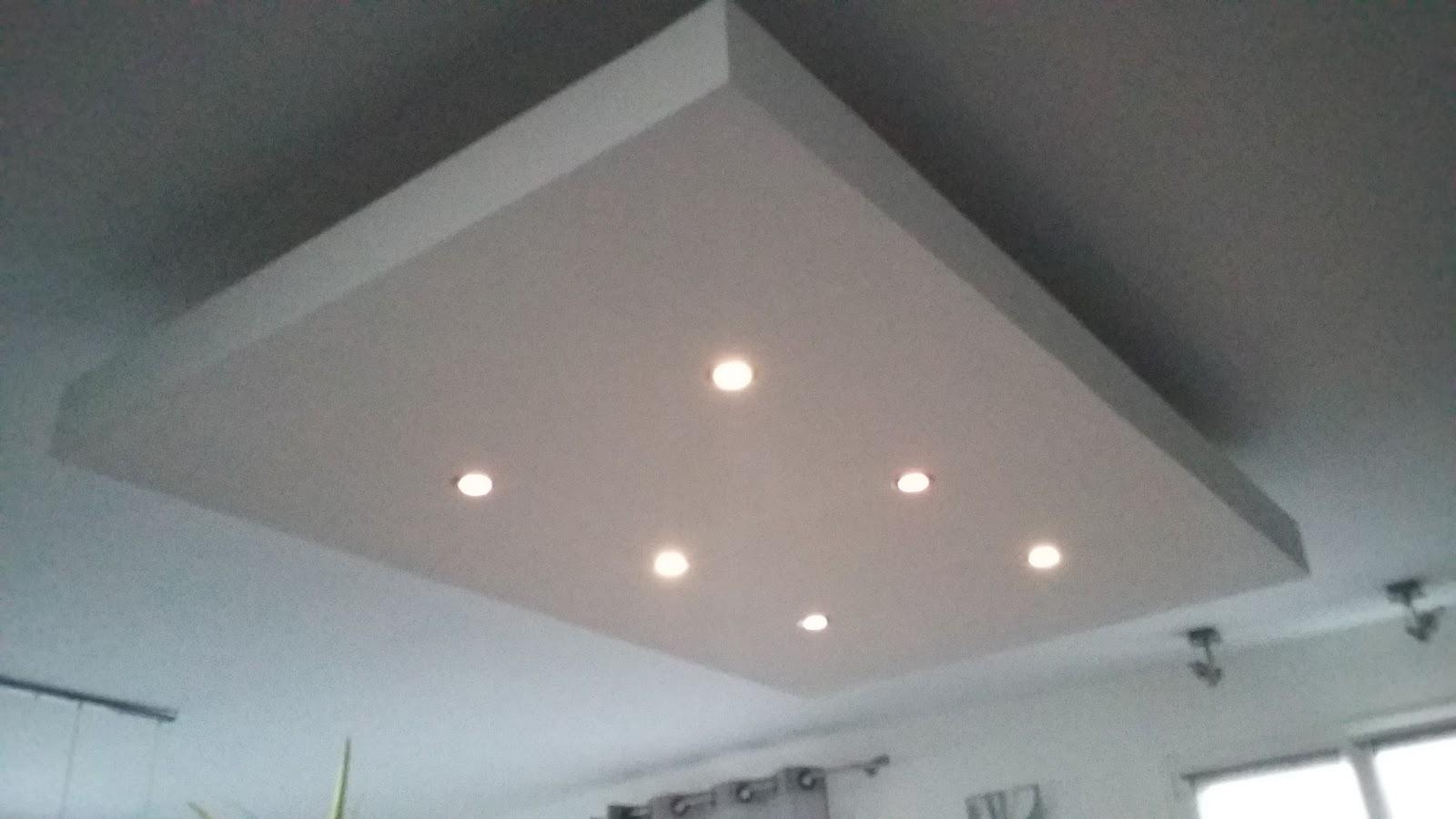 Faux plafond salle de bain spot for Plafond salle de bain moisi