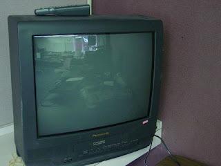 TV Panasonic mati total dan berbunyi mendesis