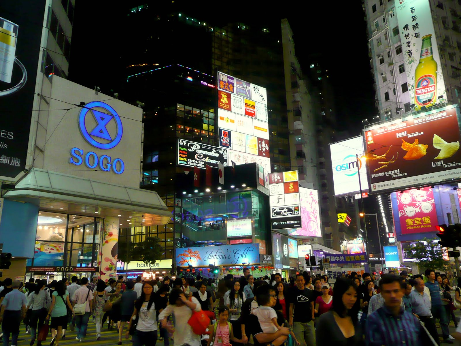 the fragrant harbour nocturnal shopping in causeway bay. Black Bedroom Furniture Sets. Home Design Ideas