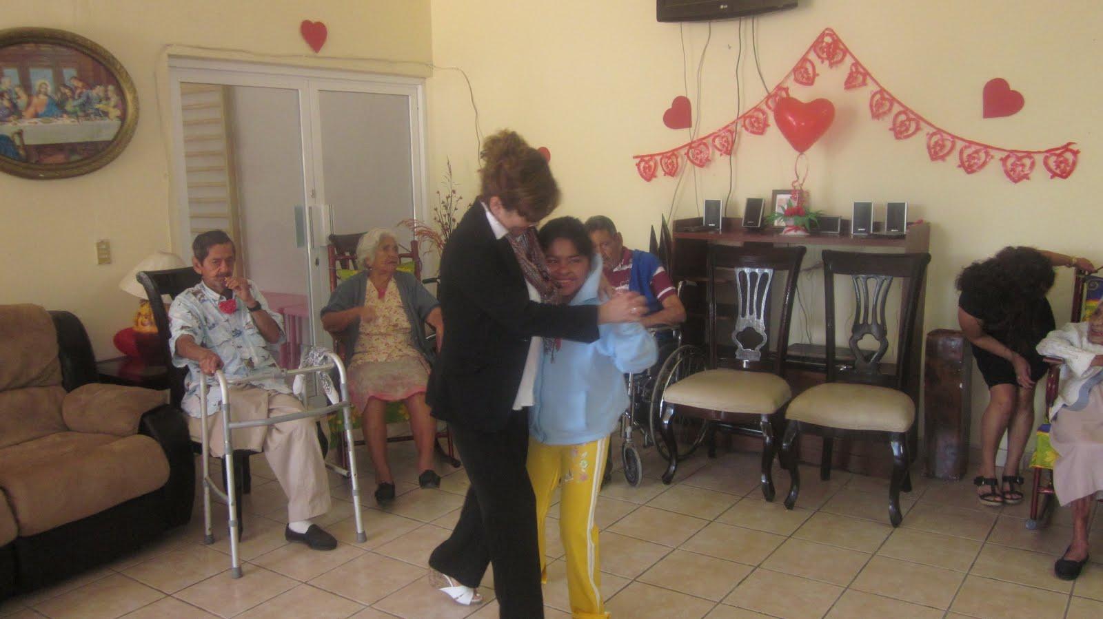 Dif celebra d a del amor y la amistad con los abuelitos for Asilos para ancianos