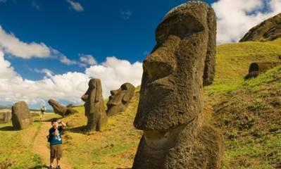 Benarkah Patung Misterius Moai di Easter Island Berjalan?
