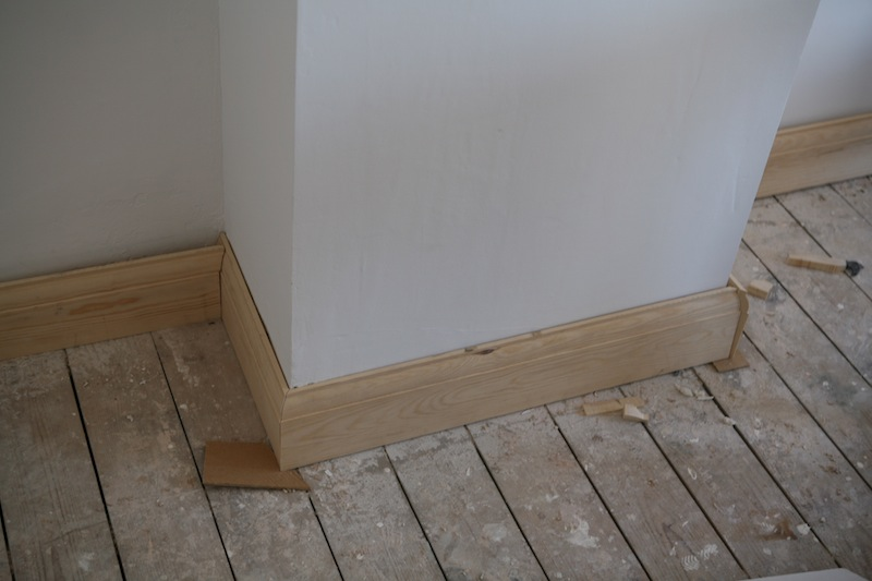 how to cut skirting board without removing from wall