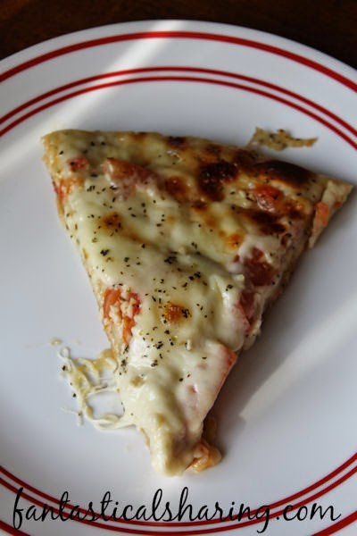 Ward off all those pesky vampires with this super yummy, super easy Garlic Lovers Pizza #recipe