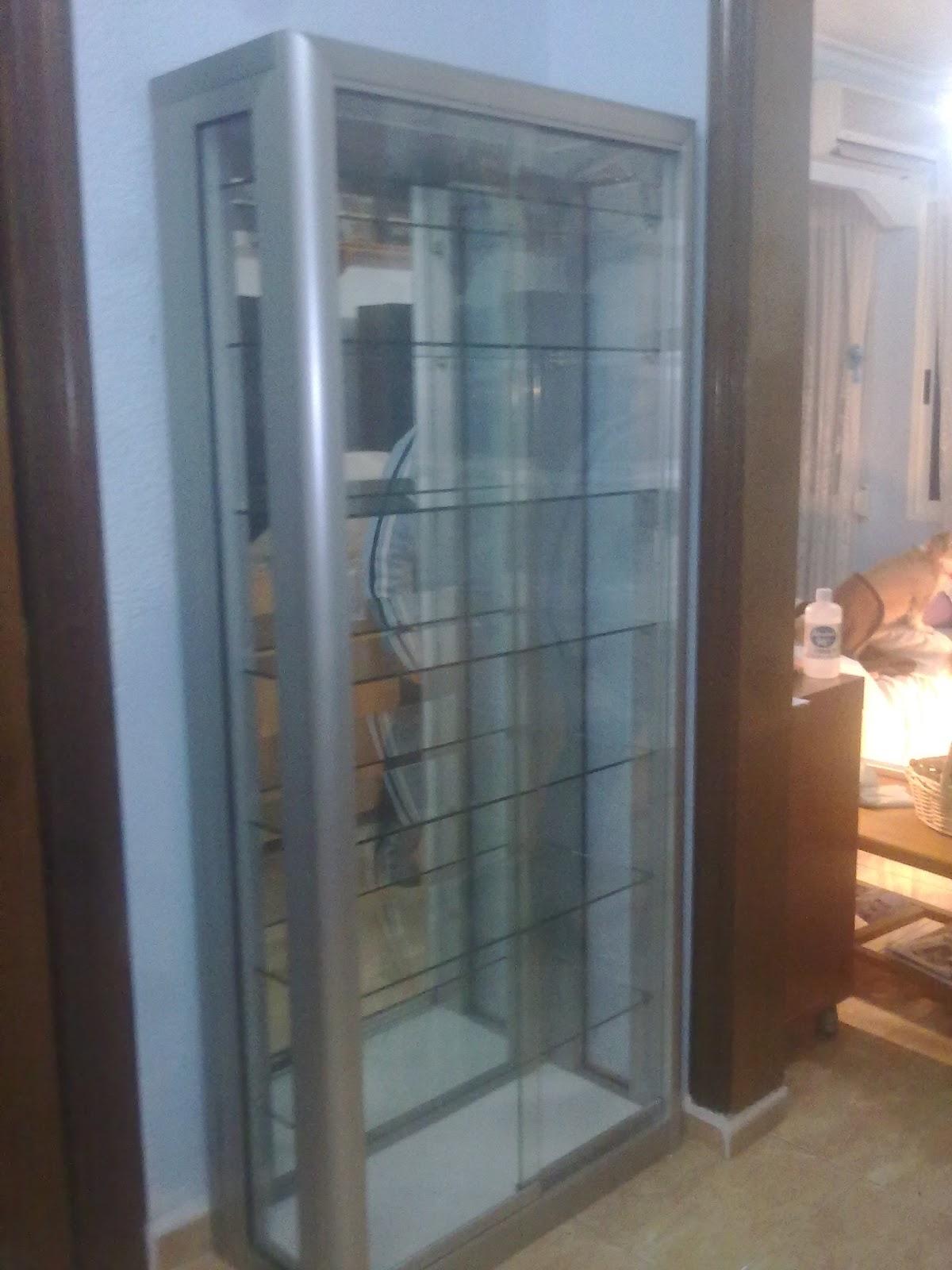 Maringlass aluminio vidrio urnas de cristal y vitrinas - Estanterias con puertas correderas ...