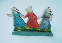case di bambole antiche figurine
