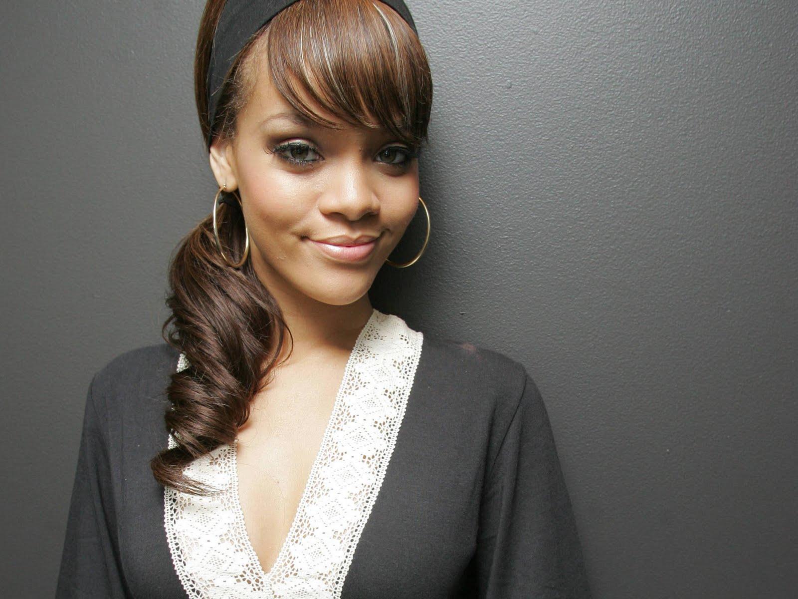 http://4.bp.blogspot.com/-LDPxqrfqtmc/TpP1guywPnI/AAAAAAAAIVA/v0pIi91ntIM/s1600/Rihanna.jpg