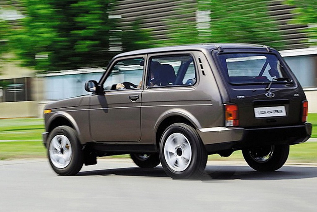 all new lada niva could launch in russia in 2018 carscoops. Black Bedroom Furniture Sets. Home Design Ideas