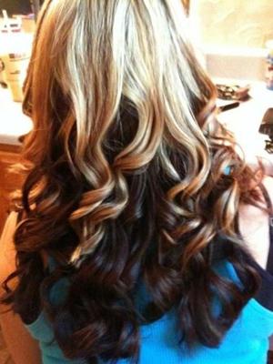 mechas de colores peinados