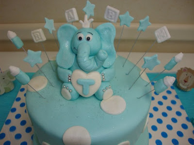 My little sister's baby shower cake!!!:)