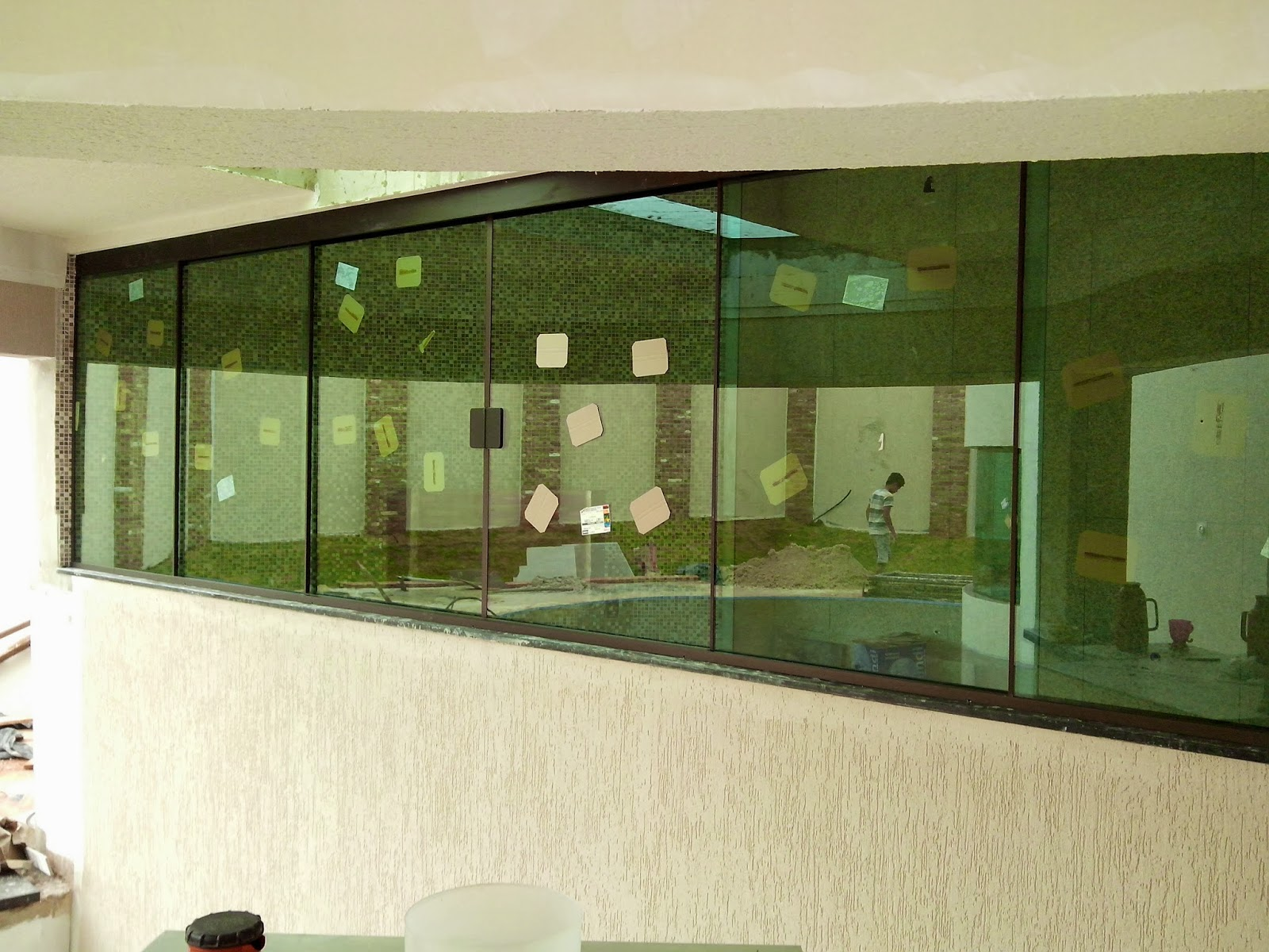 #373F18 Janela no sistema versatik com 06 vidros 754 Janelas Vidros Verdes