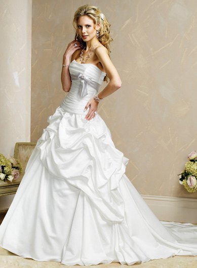 White Wedding Dresses White Wedding Dresses Diposkan oleh Unknown di 1651
