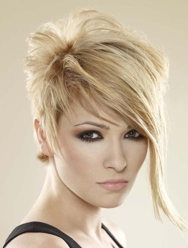 Peinados a la Moda Pelo corto con flequillo largo Combinacin