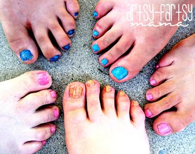 DIY Glitter Toes at artsyfartsymama.com