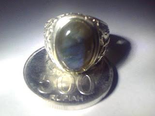 Batu Cincin Labrador