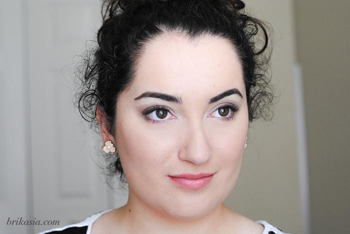 soft purple smoky eye makeup tutorial, purple pastel eyeshadow spring beauty trend, boots no 7 mascara eyeshadow trio