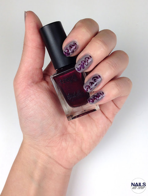 Genutzt: Essence 24/7 Nail Base -  L'Oréal Paris Color Riche Collection Privée by JLo -  Trend It Up The Metallics Nail Polish 070 -  Seche Vite Dry Fast Topcoat -  Dotting Tool/Pinsel Nailsallover Nails all over