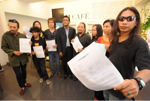 Presiden Karyawan, Freddie Fernandez berjanji untuk membantu menyelesaikan masalah hampir 99 pemuzik jalanan ini
