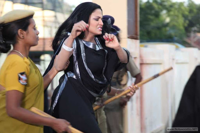 Veena+Malik+Arrested+(1)