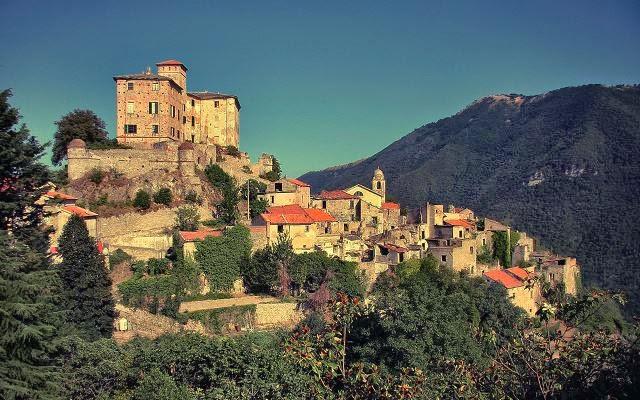 Balestrino, Italia (abandonada, 1953).