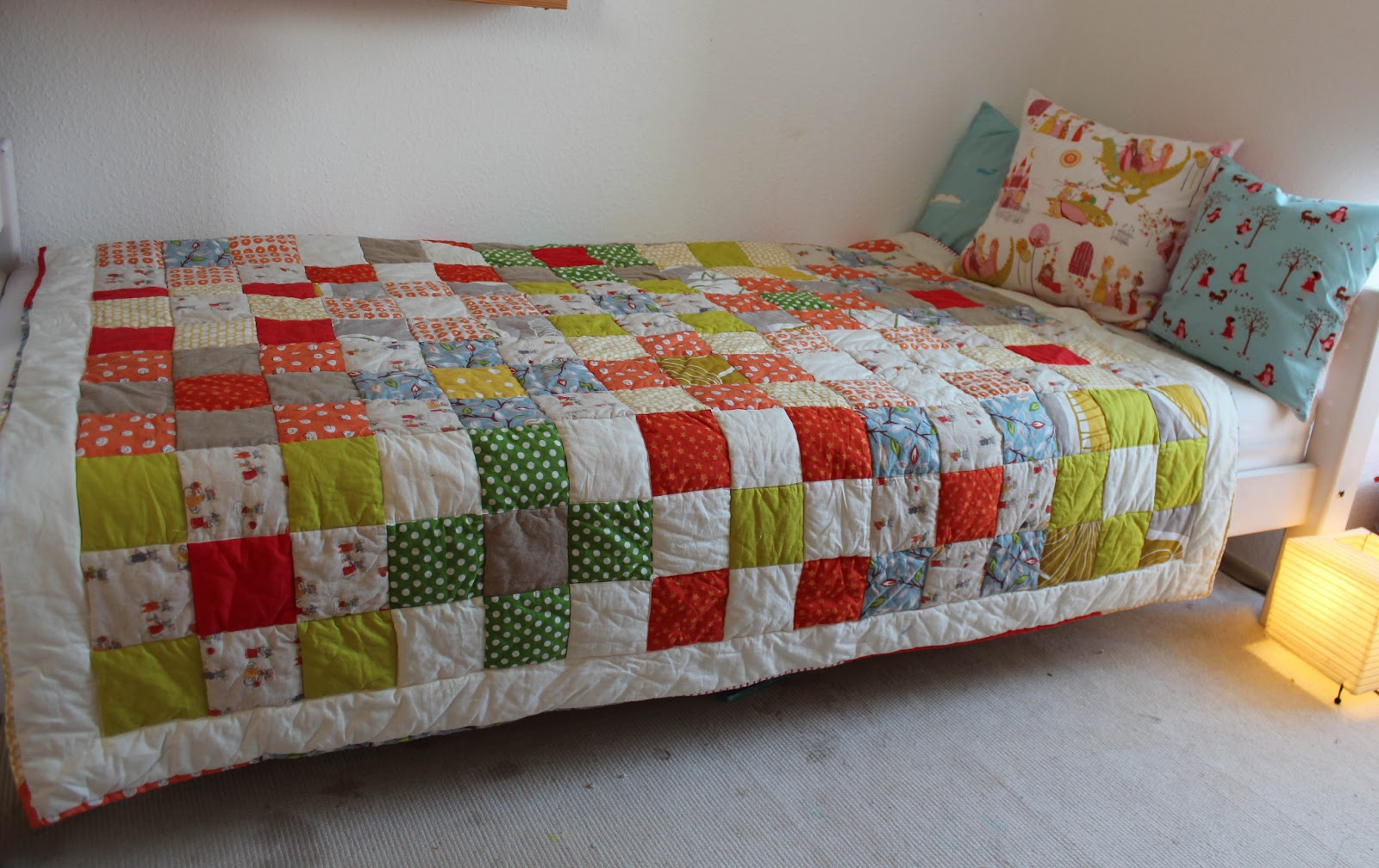 mimismami mimis patchworkdecke. Black Bedroom Furniture Sets. Home Design Ideas