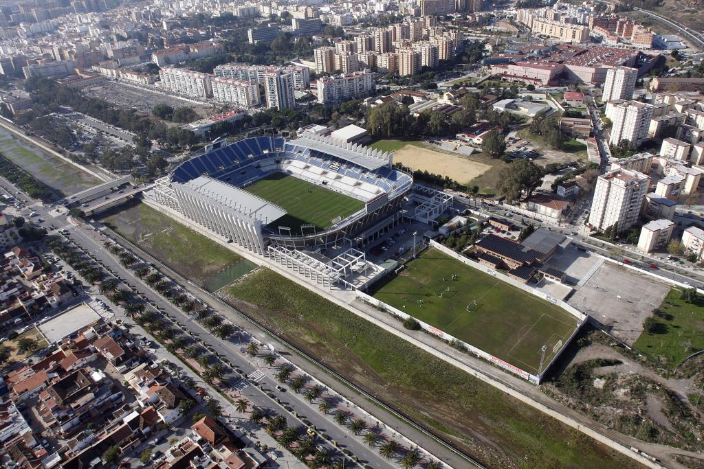 Estadios de f tbol en espa a m laga estadio la rosaleda for Beds 4 u malaga