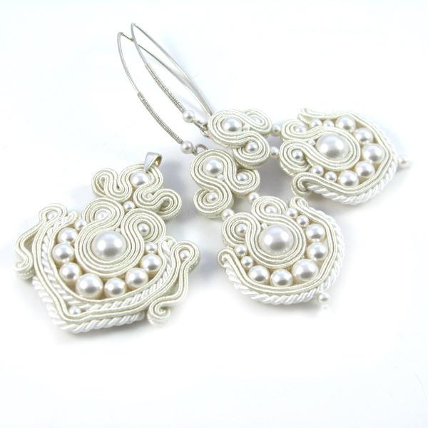 Wisiorek i kolczyki ślubne z perłami