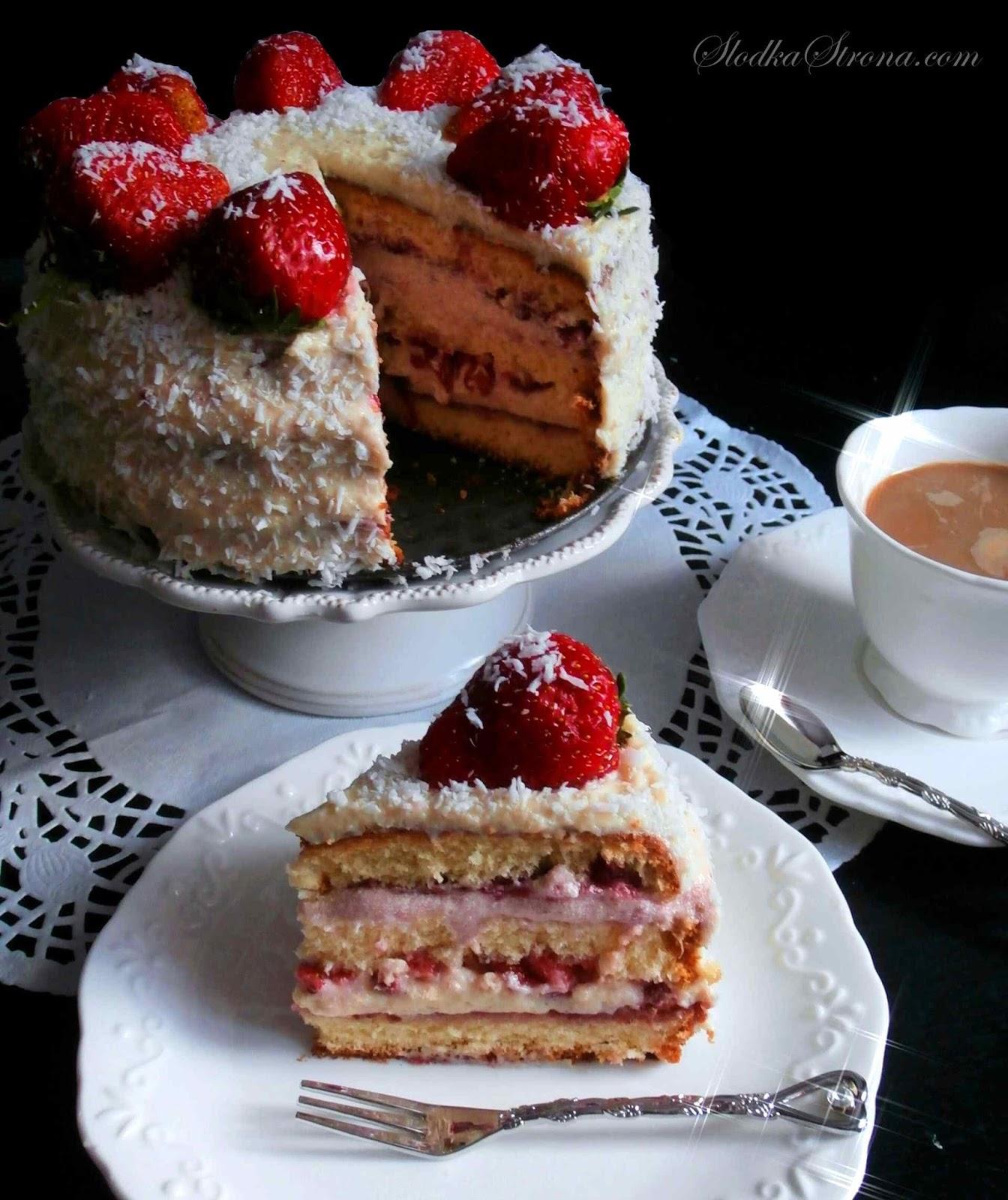 Tort Truskawkowy z Masą Budyniowo-Mleczną i Konfiturą Malinową - Przepis - Słodka Strona