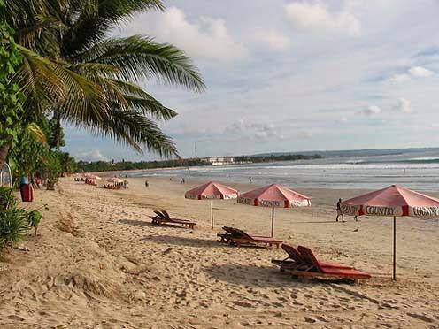 Foto Gambar Wisata Pantai Legian Bali, Banyak Hotel di Dekatnya