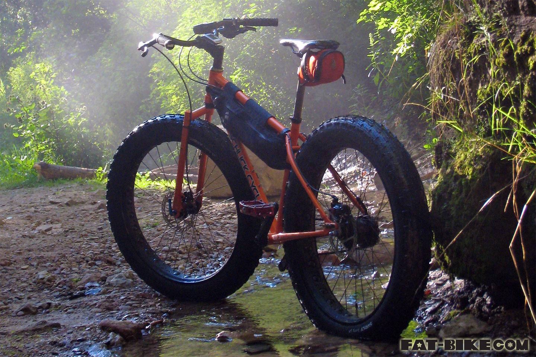 http://4.bp.blogspot.com/-LFDONt_nnyI/UF6WGiRuVbI/AAAAAAAACJk/XQSRU9KTUI8/s1600/fat-bike-wallpaper-1440.jpg