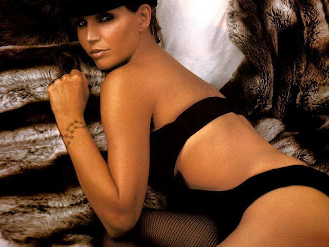 Charisma Carpenter sexy in swimwear