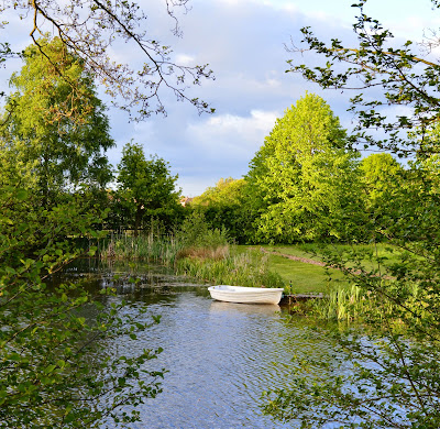 Acorn Glade - glamping in Yorkshire - Rowing boat