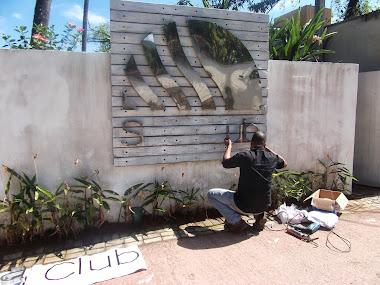 INSTALAÇÃO LETREIROS EM LETRAS CAIXA FACHADAS SEA CLUB ILHA BELA - SÃO PAULO