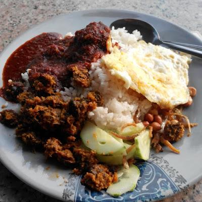 Nasi lemak rendang kerang kak yam