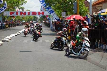 gambar balapan road race indonesia