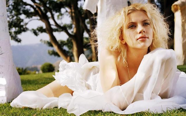 Hot Babe Scarlett