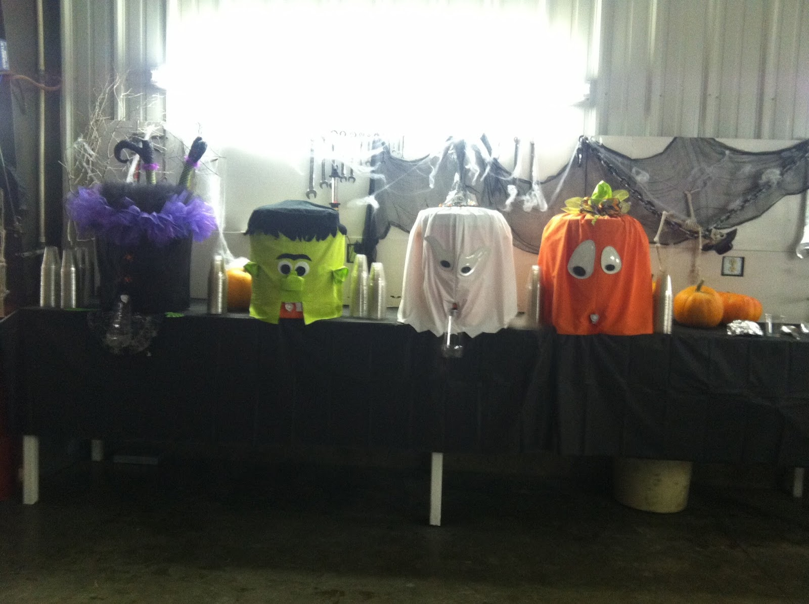 still dying over how cute these water coolers are that my mom made for her halloween party