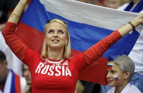 فؤاد عبد الواحد يساند المنتخبات العربية: أنا مصري سعودي ومغربي تونسي وليا في روسيا مكان