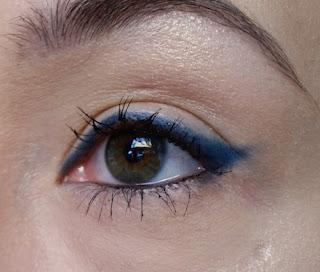 Avon Glimmerstick Flick Eyeliner in Sky
