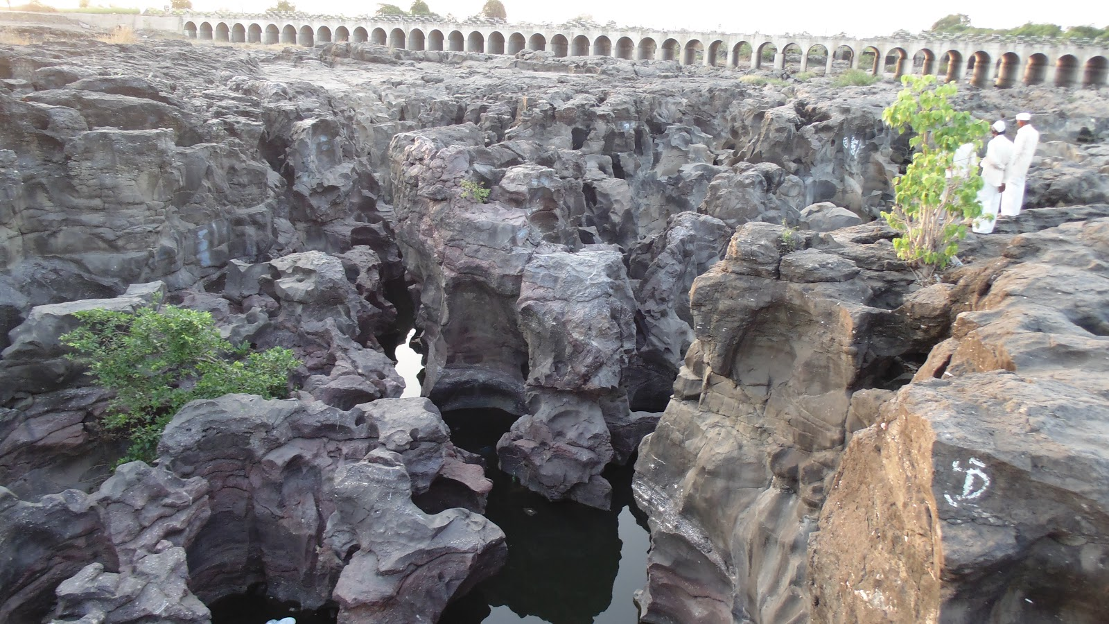 Nighoj village potholes (kund)on Kukadi river near pune