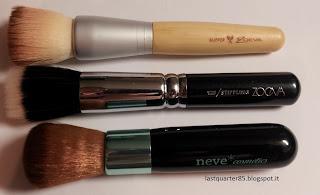 Pennello Baby Kabuki set Aqua a confronto con il buffer del set Bamboo di Zoeva (in alto) e il 125 Stippling della nuova linea di Zoeva (al centro).