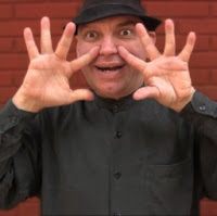 Gira y abre las manos, dos trucos de magia revelados