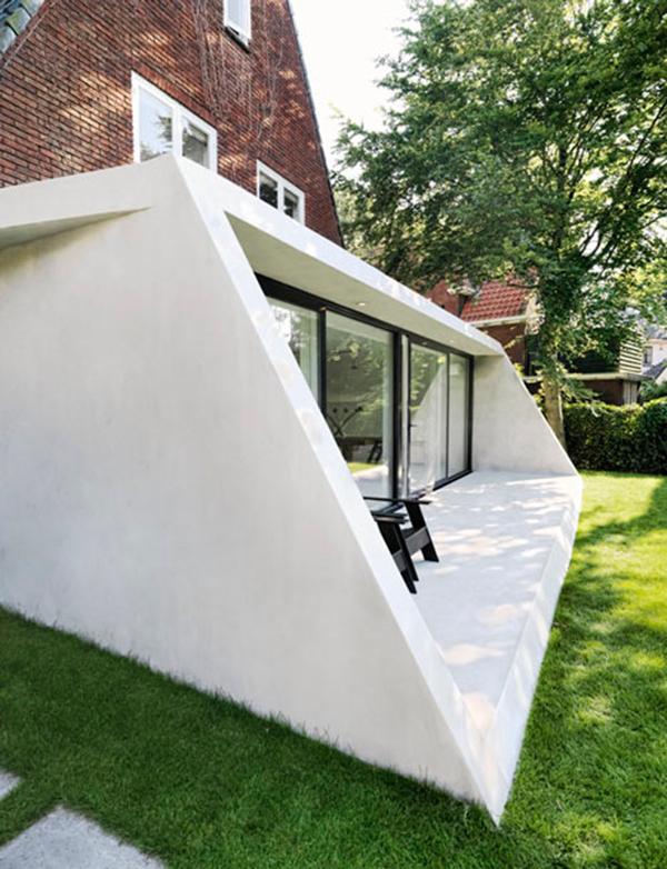 Hogares frescos casa de ladrillo triangular en el norte for Casa holandesa moderna