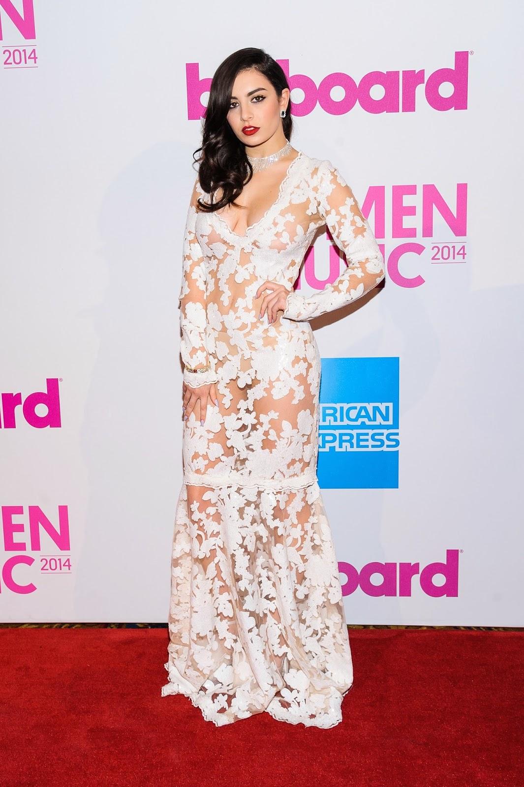 british singer and songwriter, Charli XCX, Hiburan, Hollywood singer, info, novelist, Pakaian Penyanyi British Yang Terlampau Sexy, sensasi, terkini,