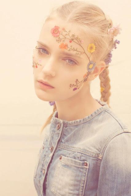 virág hajban fonat