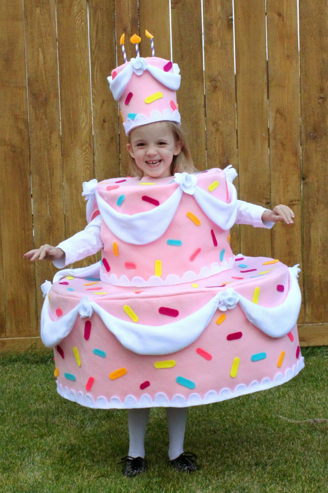 ... be kind of girly not like a wedding cake but fun not like a 9x13 pan