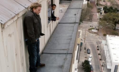 Charlie Hunnam interpreta o ateu Favin