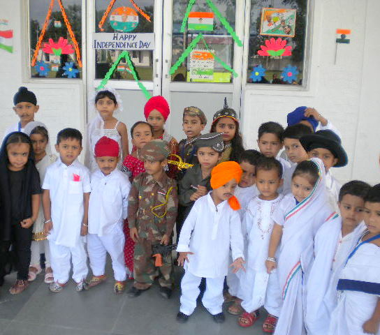 Punjabnewswire4u golden bells celebrate independence day for Best out of waste ideas for class 12