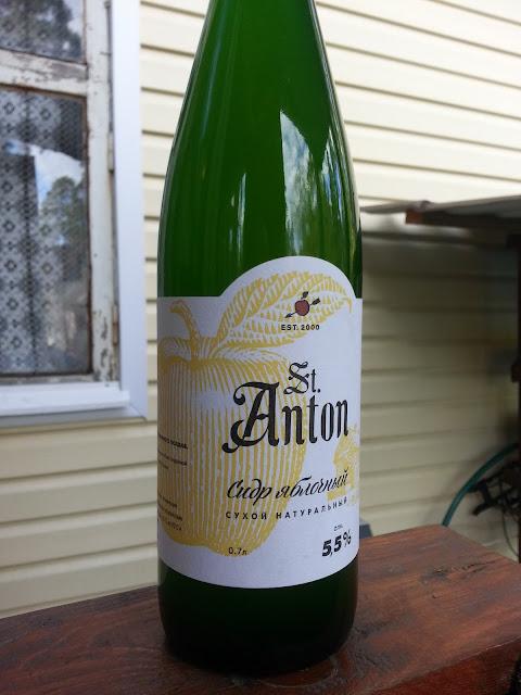 бутылка российского натурального сухого сидра St. Anton